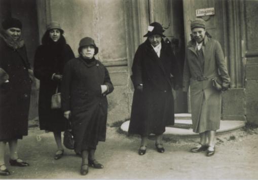 Gerta Krabbel (2.v.r.), KDFB-Präsidentin 1926-52 (KDFB e.V.)